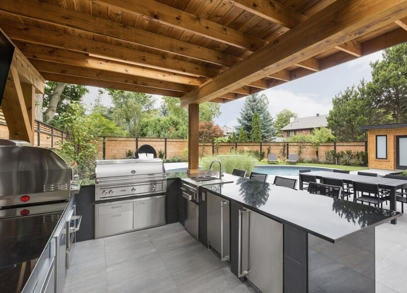 Clean outdoor kitchen beside the home
