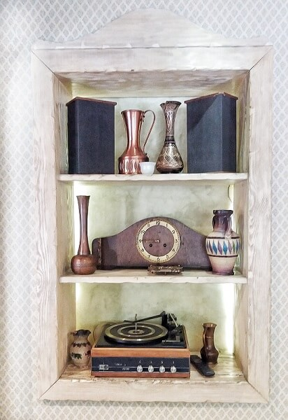 Small shelf with antiques