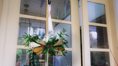 Hanging Christmas wreath on a door